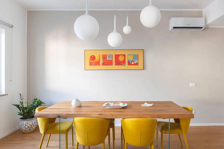 Living: Sala da pranzo in stile di Facile Ristrutturare