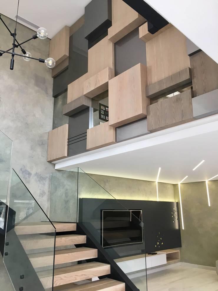Salas / recibidores de estilo  por Urban Create Design Interiors