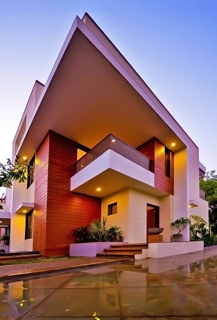 Krishna Villa:  Villas by Maulik Vyas Architects