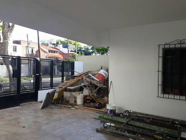 Remodelación de Casa en Florida, Buenos Aires: Garajes de estilo  por Laura Avila Arquitecta - Ciudad de Buenos Aires,