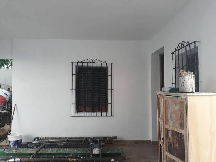 Remodelación de Casa en Florida, Buenos Aires: Ventanas de madera de estilo  por Laura Avila Arquitecta - Ciudad de Buenos Aires,