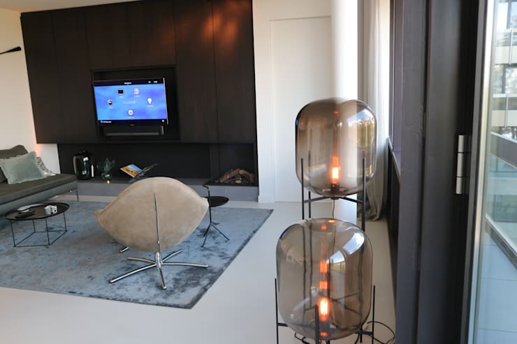 Living room by Controlux Domotica, Modern