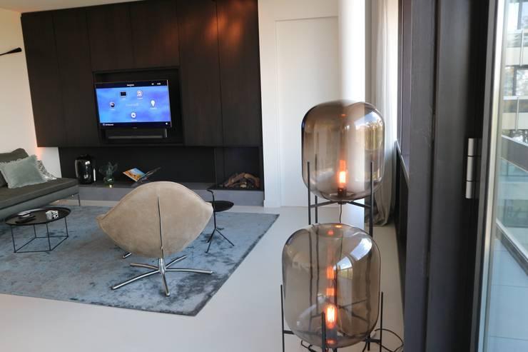 Domotica installatie Estel Residence Nijmegen:  Woonkamer door Controlux Domotica, Modern