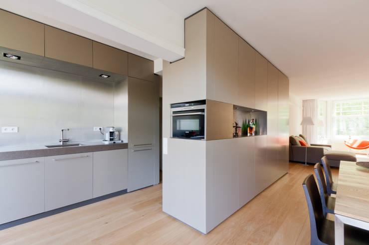 โดย Bas Vogelpoel Architecten โมเดิร์น เหล็ก