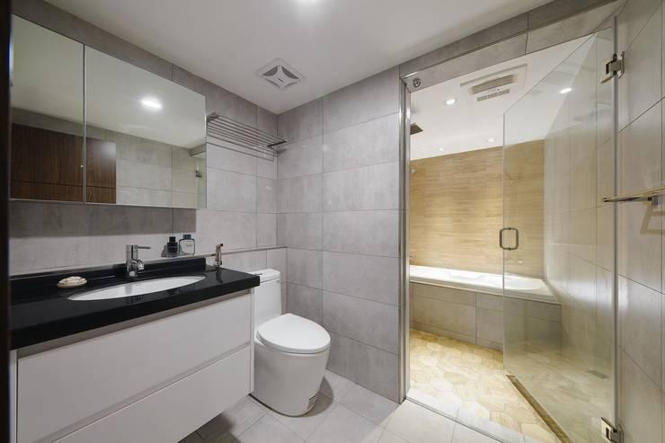 Boy To Man:  浴室 by 有偶設計 YOO Design