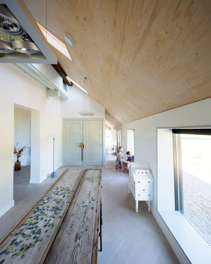 Nursery/kid's room by RHAW architecture, Country