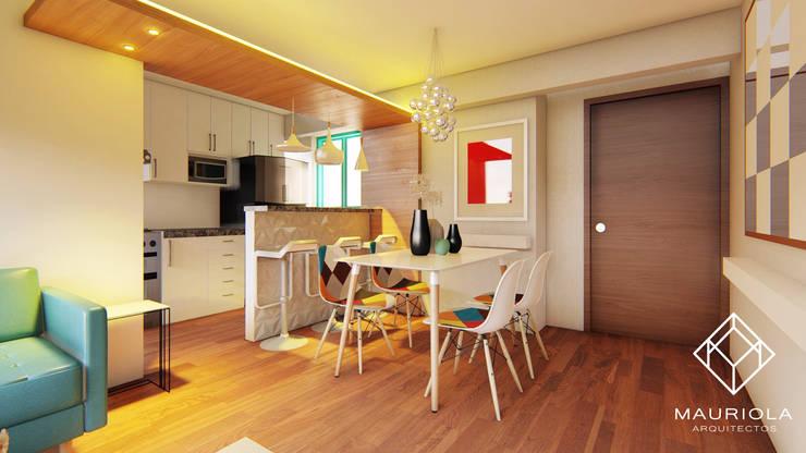 Comedor blanco y cristal: Comedores de estilo  por Mauriola Arquitectos