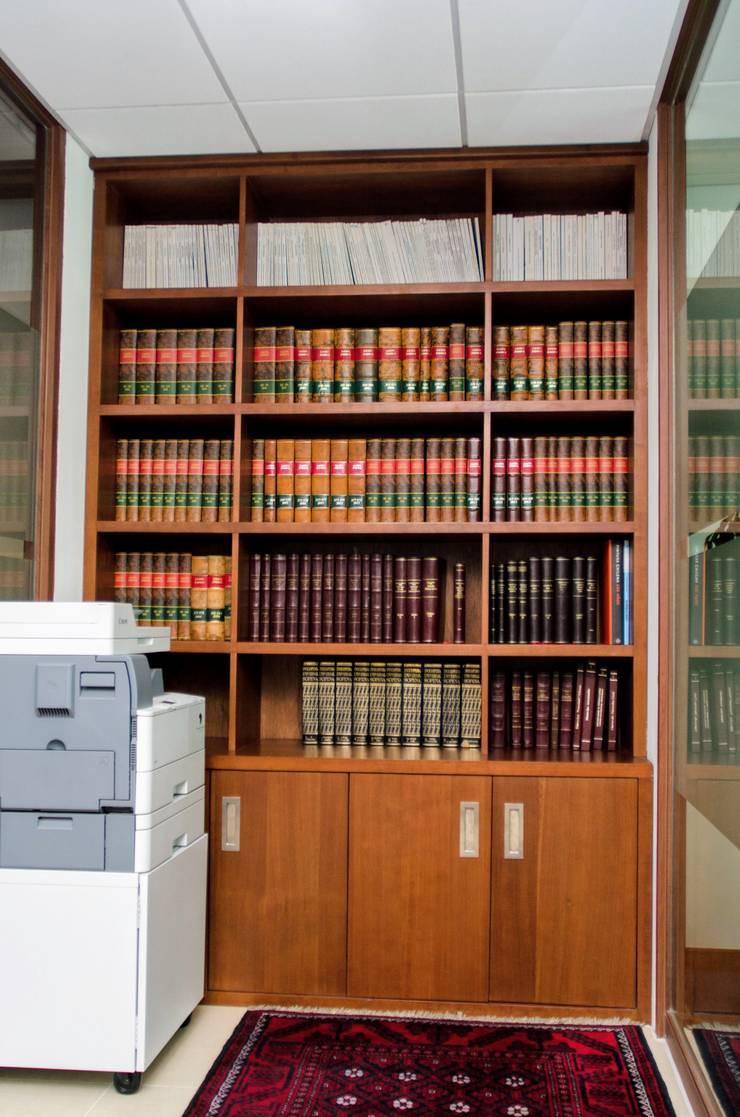 Biblioteca: Oficinas y tiendas de estilo  por UlloaMéndez