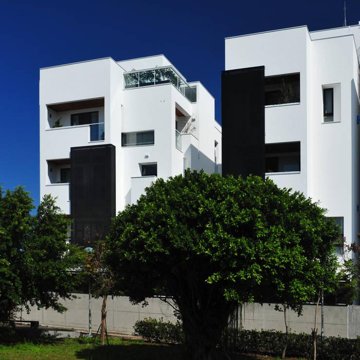 建築設計+室內設計 白居31 LC House:  房子 by 黃耀德建築師事務所  Adermark Design Studio