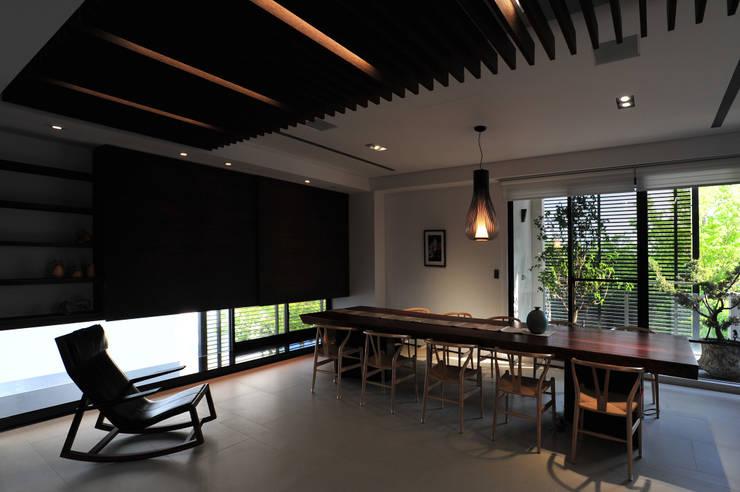 建築設計+室內設計 白居31 LC House:  書房/辦公室 by 黃耀德建築師事務所  Adermark Design Studio