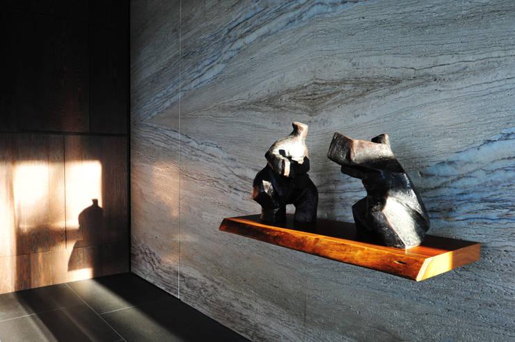 กำแพง โดย 黃耀德建築師事務所  Adermark Design Studio,