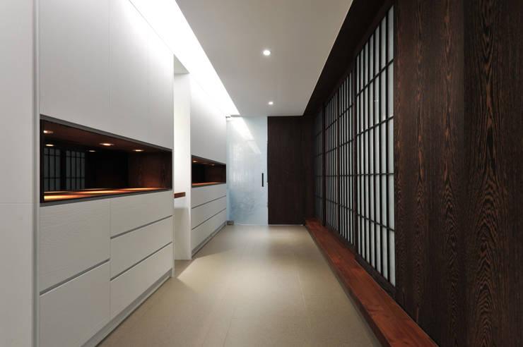 室內設計 成功 WL House:  走廊 & 玄關 by 黃耀德建築師事務所  Adermark Design Studio