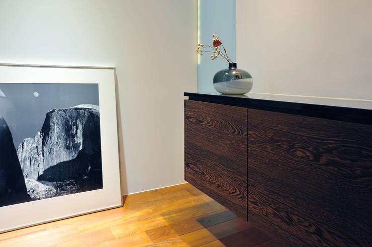 室內設計 成功 WL House:  藝術品 by 黃耀德建築師事務所  Adermark Design Studio