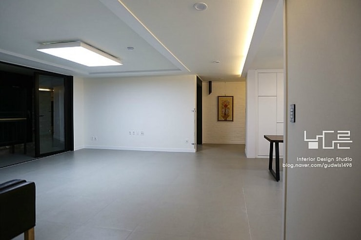 Living room by 남다른디자인, Modern