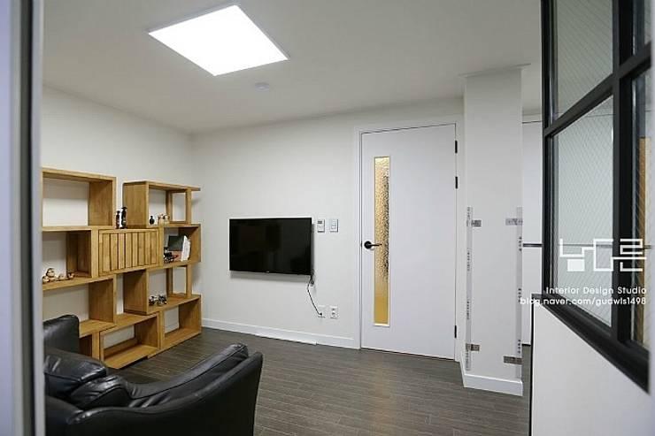 수성e편한세상 45평: 남다른디자인의  방