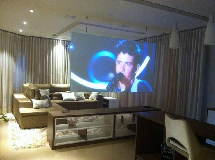 Sala Moderna : Salas de estar  por Designer Paula Daiane dos Santhos