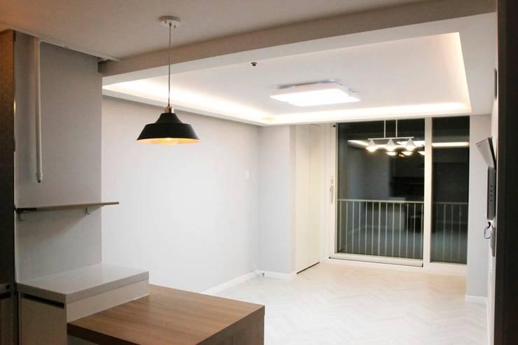 공덕 현대아파트: 그리다집의  거실,모던