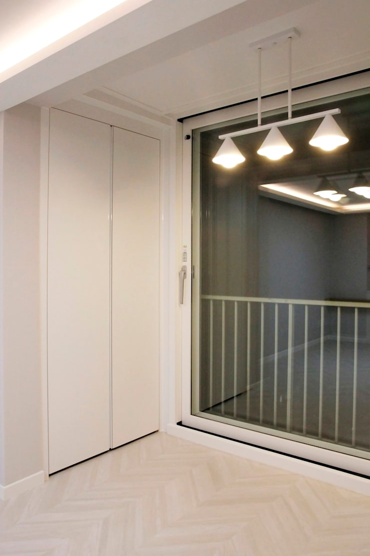 공덕 현대아파트: 그리다집의  베란다,모던