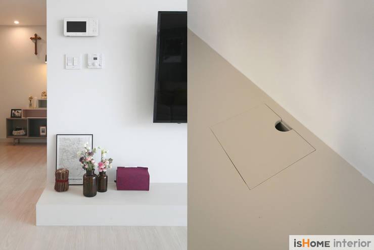 신혼집 꾸미기 30평 김포아파트 인테리어: 이즈홈의  거실,모던