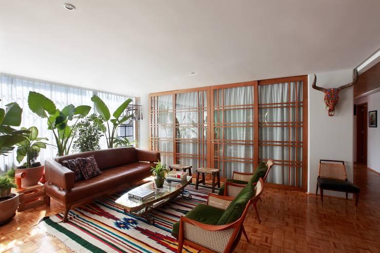 Remodelación departamento México D.F. .- Parque México: Recámaras de estilo topical por All Arquitectura