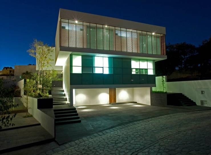 Casa EM : Casas unifamiliares de estilo  por TaAG Arquitectura
