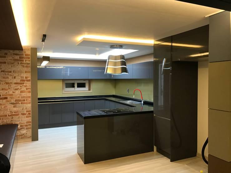 대림골든빌 49평: 디자인K하우징의  주방