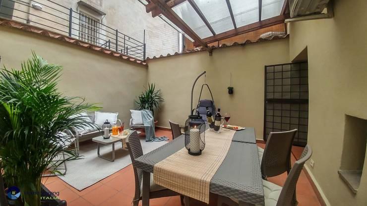 بلكونة أو شرفة تنفيذ Creattiva Home ReDesigner  - Consulente d'immagine immobiliare
