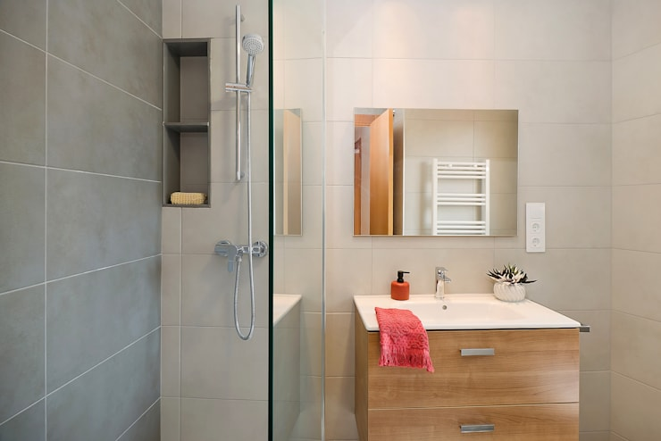 Baño completo Baños de estilo moderno de Markham Stagers Moderno