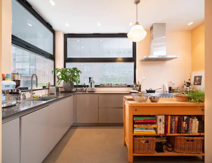 Kitchen by Architect2GO, Modern