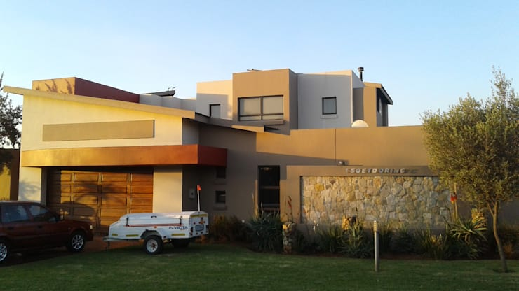 Painting of a big Residential House in Serengeti Surbubs:   by Bem-Co Holdings