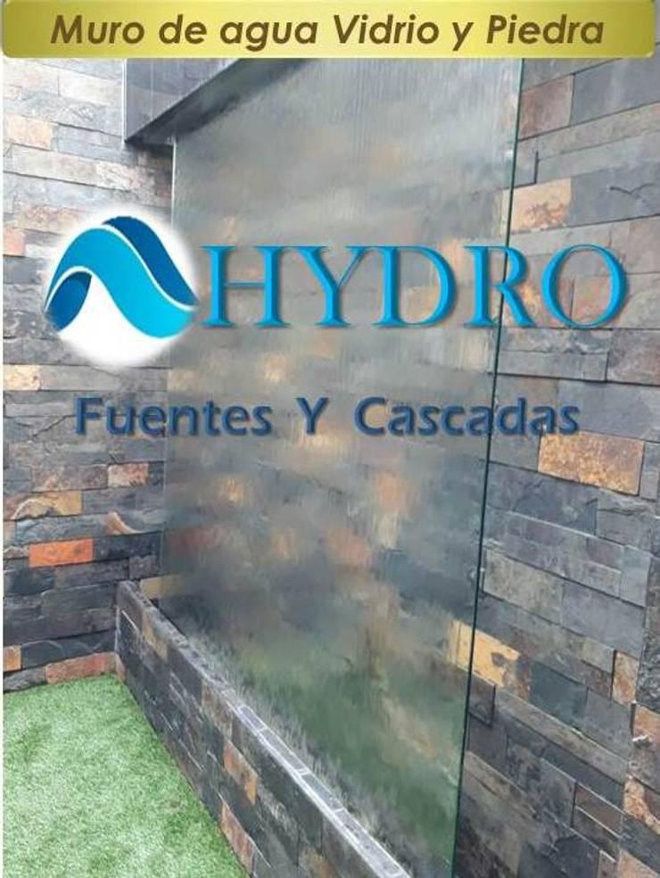 Muro de Agua y piedra: Balcones y terrazas de estilo  por HYDRO FUENTES Y CASCADAS