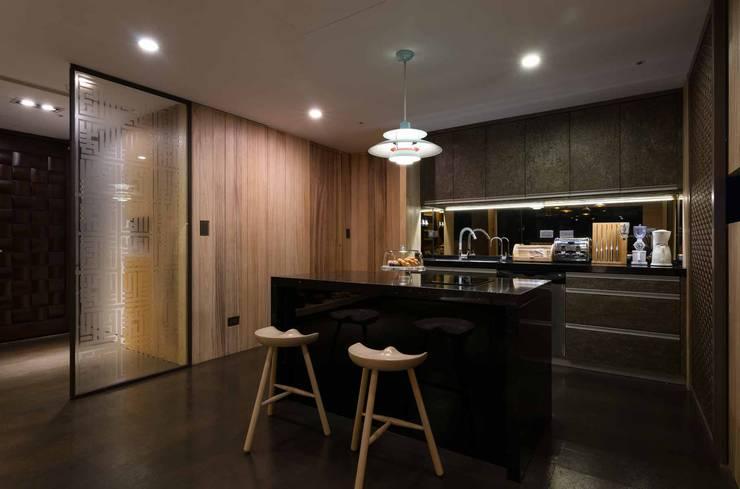 新北市 H宅:  廚房 by 敘述室內裝修設計有限公司