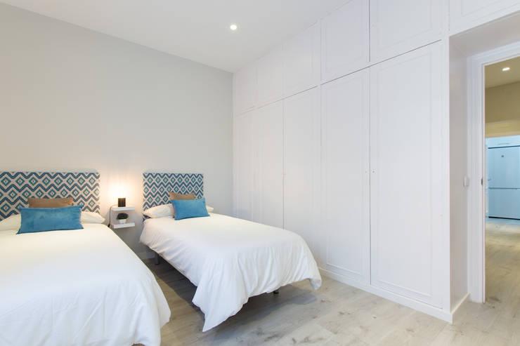 Dormitorio después:  de estilo  de CASA IMAGEN