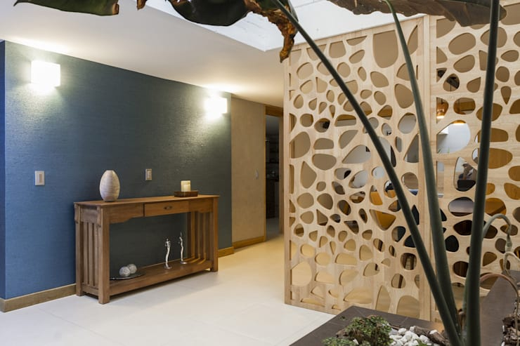 Pasillos y vestíbulos de estilo  por Adrede Diseño
