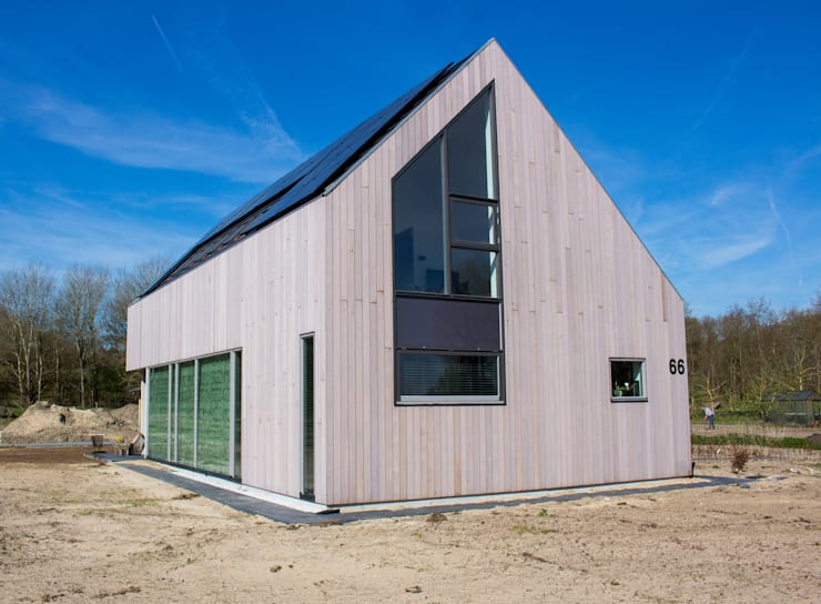 Moderne duinwoning in Castricum:  Huizen door Nico Dekker Ontwerp & Bouwkunde, Modern