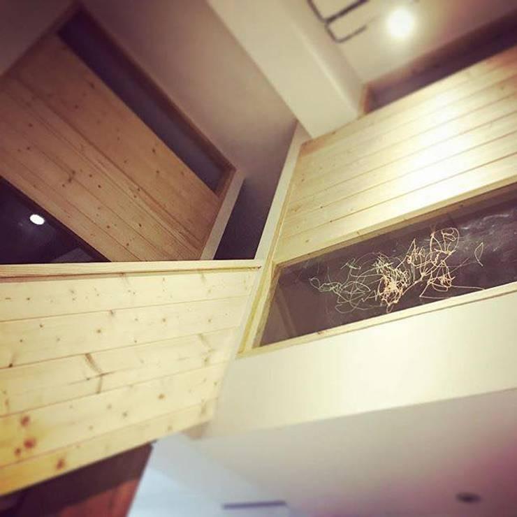 走廊畫室 Minimalist corridor, hallway & stairs by 圓方空間設計 Minimalist Plywood