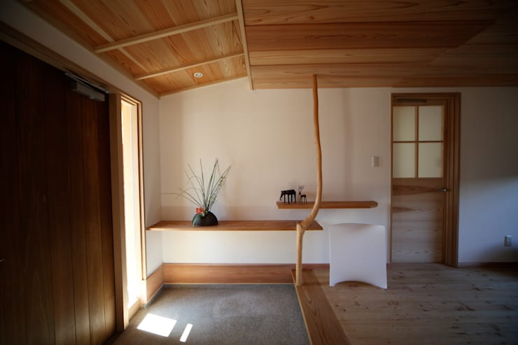 Corridor & hallway by 株式会社高野設計工房
