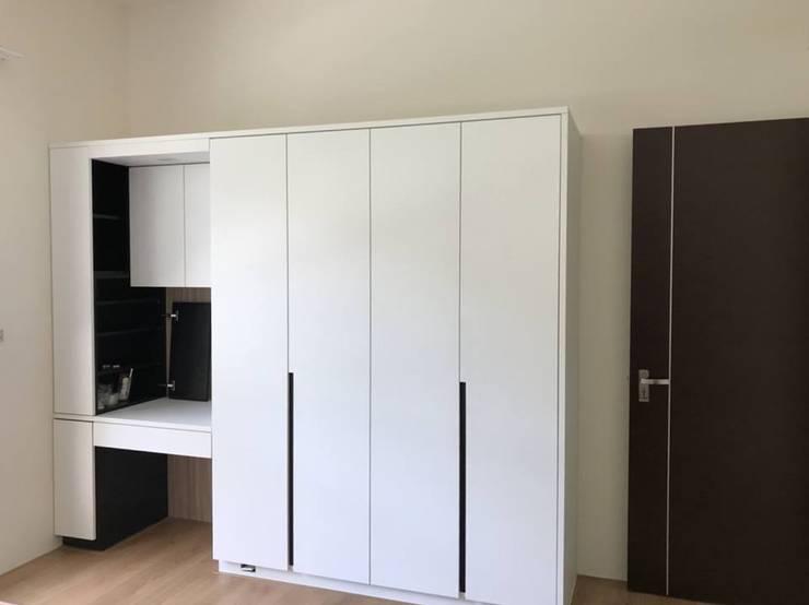 俐落線條呼應:  臥室 by 圓方空間設計