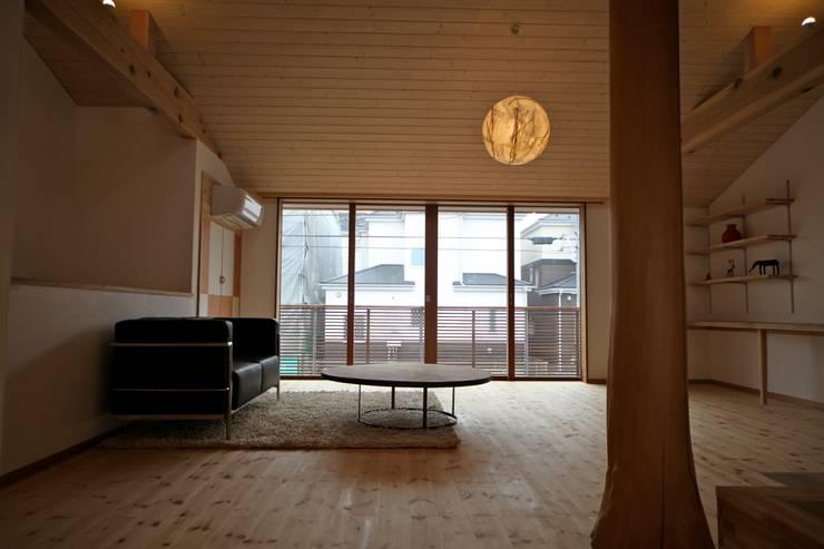 客廳 by 株式会社高野設計工房, 北歐風