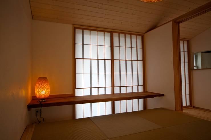 視聽室 by 株式会社高野設計工房, 日式風、東方風