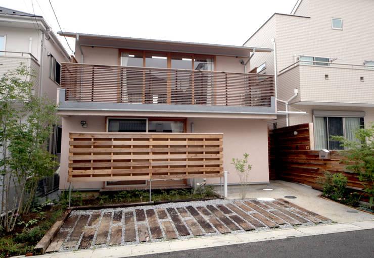 木屋 by 株式会社高野設計工房, 北歐風