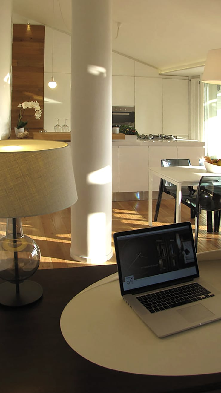 Piccolo attico open space: Sala da pranzo in stile  di FRANCESCO CARDANO Interior designer, Moderno