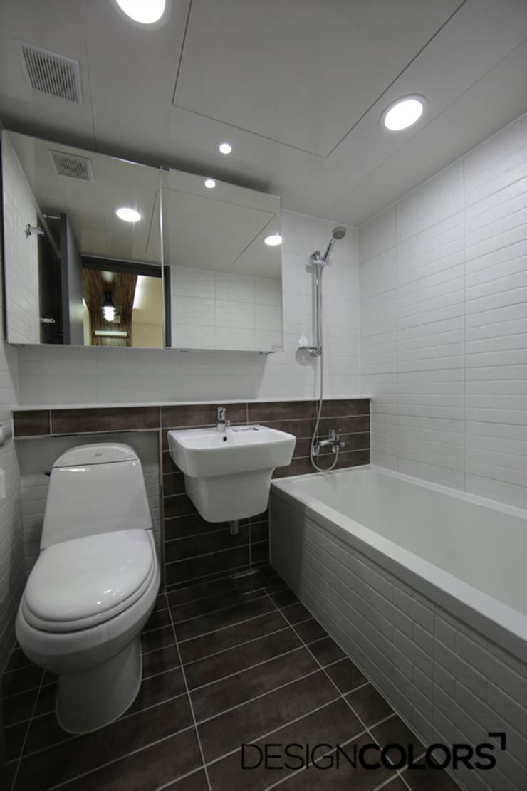 관악구 신림동 쌍용아파트 인테리어 : DESIGNCOLORS의  욕실,
