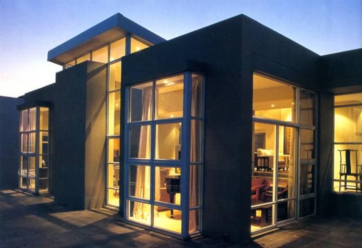 Multi-Family house by CKW Lifestyle Associates PTY Ltd, Modern Bricks
