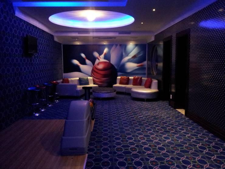 Sandton Splendour:  Living room by CKW Lifestyle