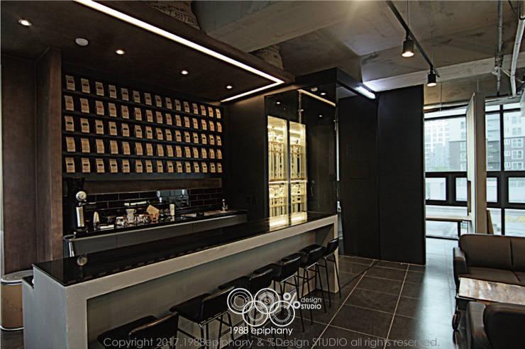 20평대 카페인테리어: 1988에피파니의  와인 보관