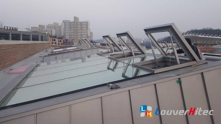 電動開窗器系統採可並聯式設計,可以一次控制所有天窗:  體育館 by Soon Industrial Co., Ltd.