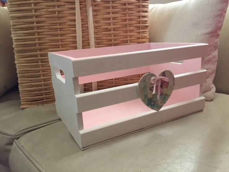 Cajón reciclado de verduras para juguetes y/o accesorios: Dormitorios infantiles  de estilo  por ANADECO - Decoradora y Diseñadora de Interiores - La Plata