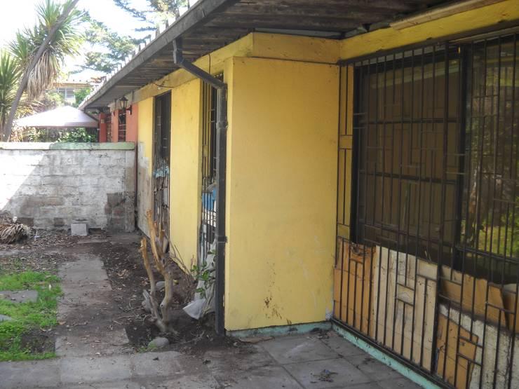 Fachada trasera antigua: Casas unifamiliares de estilo  por DIEGO ALARCÓN & MANUEL RUBIO ARQUITECTOS LIMITADA