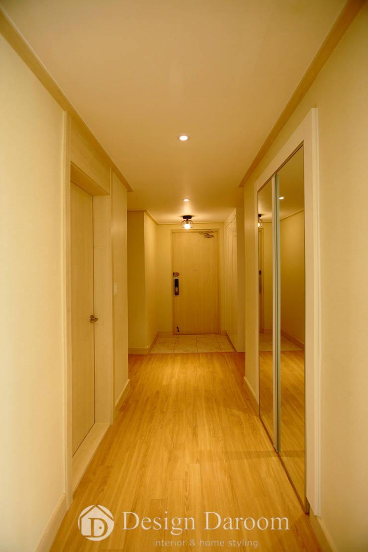 워커힐 아파트 56py 복도: Design Daroom 디자인다룸의  복도 & 현관